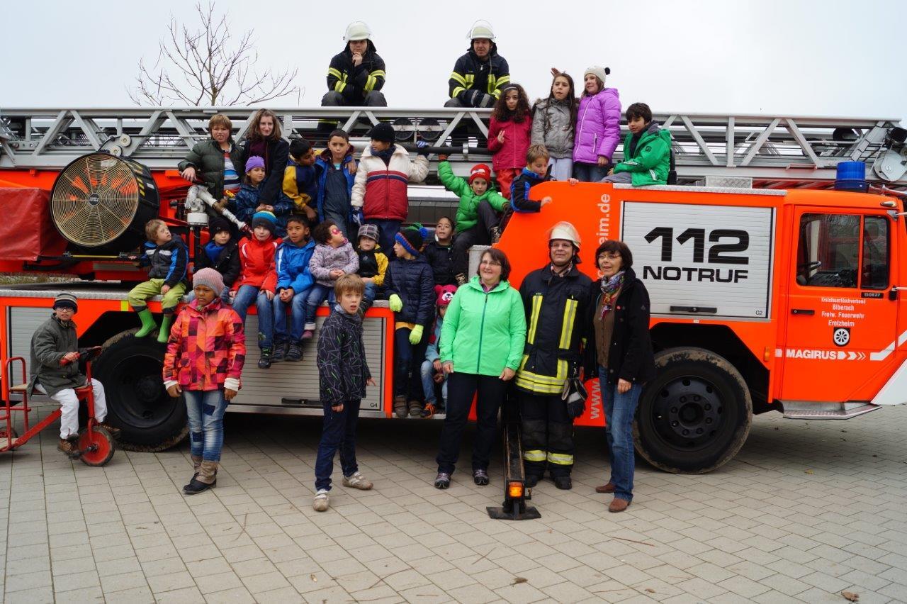 Feuerwehr Erolzheim Drehleiter Schwarzbach-Schule Biberach geistig gehinderte Kinder Charity Kreisfeuerwehrtag 2015